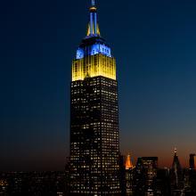 New Yorks Empire State Building markerer dagen i dag.